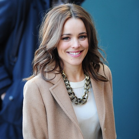 rachel mcadams bouncy blow dry hair celebrity handbag - 10 Sexiest Countries With The Hottest Bombshells!